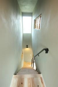 明るい階段でおしゃれに
